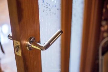 Дверная ручки крупным планом