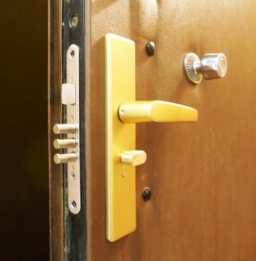 Дверной замок входной двери