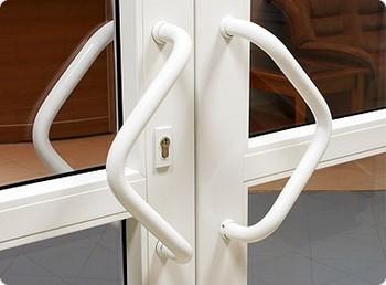 Двойные пластиковые двери