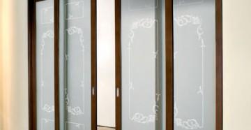 Красивые раздвижные двери со стеклом