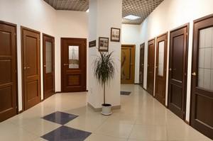 Много дверей в комнаты