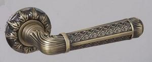 Необычная металлическая ручка