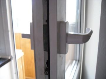 Однозапорные и многозапорные замки для пластиковых дверей