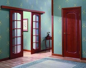 Разные двери в комнату