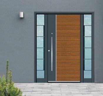 Большая входная дверь