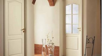 Две белые двери в комнаты