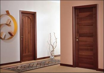 Две двери из темного массива