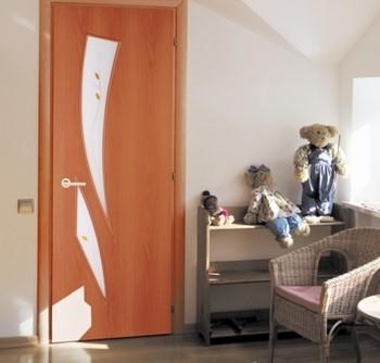 Ламинированная дверь в детской