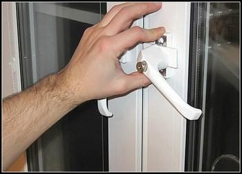 Установка дверной ручки на пластиковую дверь
