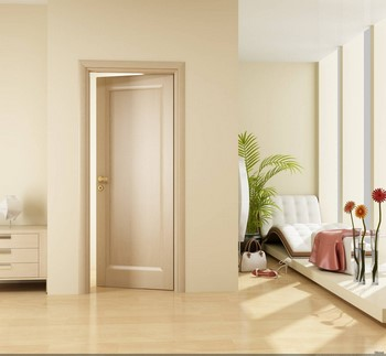Дверь молочного цвета