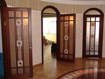 Двери в квартире в единм стиле