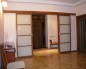 Двойная раздвижная дверь со стеклянными всавками