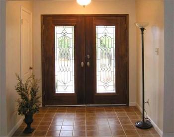 Двойная входная дверь со стеклянными вставками