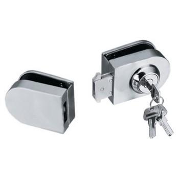 Ключ в замке для стеклянных дверей