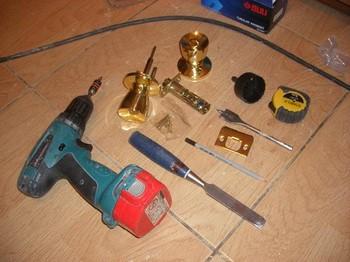 Набор инструментов для монтажа дверной ручки