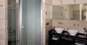Стеклянная дверь в ванную