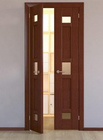 Узкая двустворчатая дверь