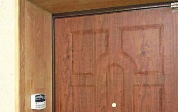 Входная дверь с откосами
