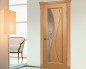 Элегантная дверь со стеклянной вставкой и узором