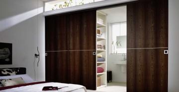 Большие двойные раздвижные двери в спальне