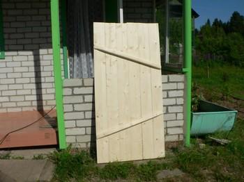 Деревянная дверь из досок