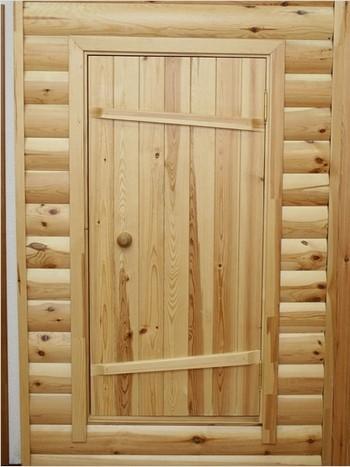 Дверь из досок в баню
