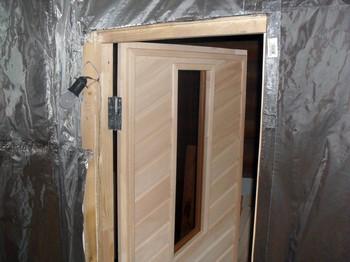 Дверь из вагонки со стеклом