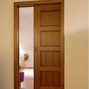 Глухая сдвижная деревянная дверь
