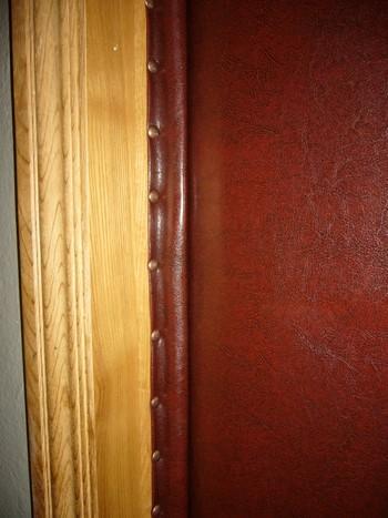 Оббитый дверной косяк