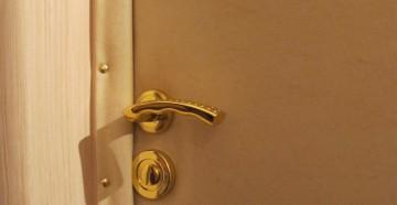 Обитая дверь