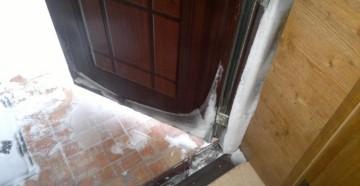 Промерзает входная дверь