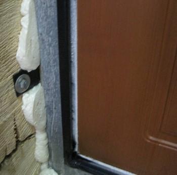 Промерзает входная железная дверь