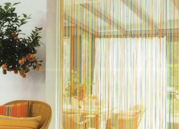 Стильные деревянные шторы в дверной проем