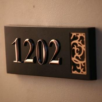Стильный номер на дверь