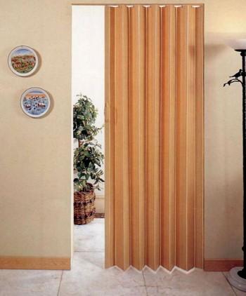 Светлая дверь гармошка