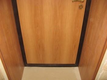 Дверные откосы отделаны мдф