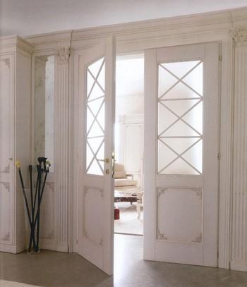 Двойные белые двери