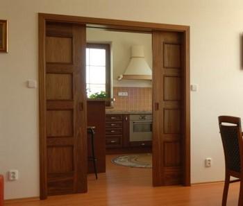 Двойные раздвижные деревянные двери