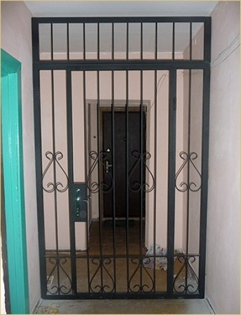 Решетчатая тамбурная дверь