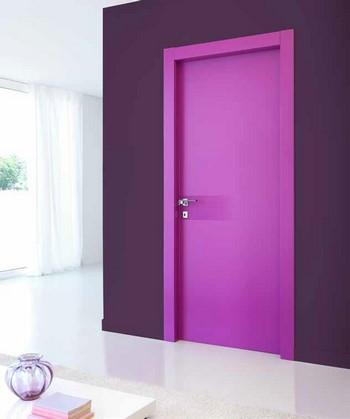 Розовая межкомнатная дверь