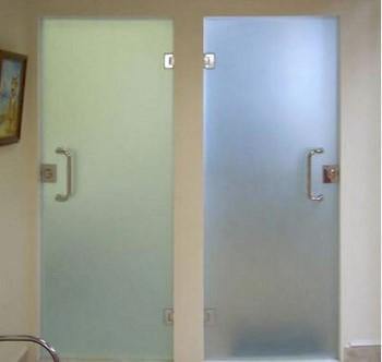 Стеклянные двери в туалет и ванную