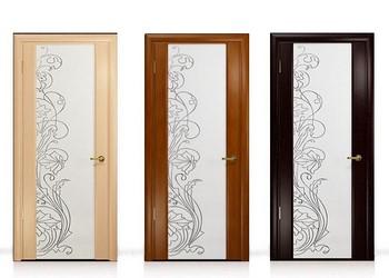 Три оттенка дверей со стеклом