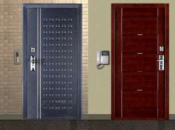Две входные двери с домофоном