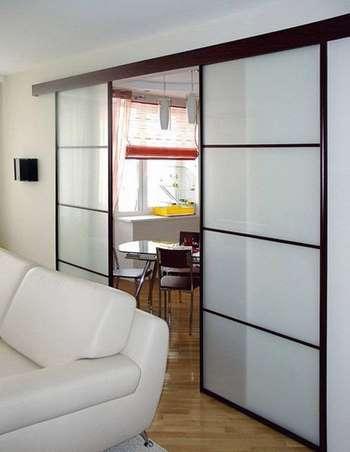 Двойные раздвижные двери из стекла