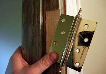 Примерка петли на дверь