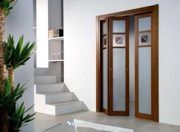 Складная дверь со стеклом