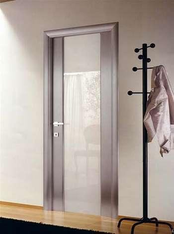 Стильная дверь со стеклом