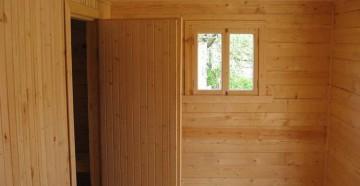 Деревянная дверь в баню