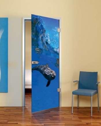 Дверь с дельфином
