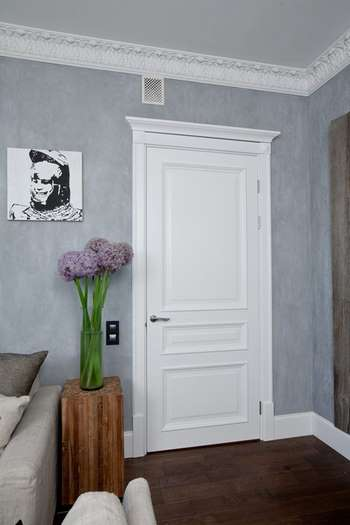 Дверь в комнате
